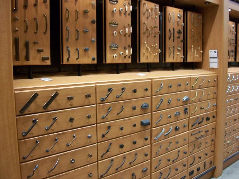 kitchen-cabinet-hardware